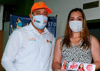 Epril Hernández llegó al CNE a reclamar que fue cambiada de casilla.