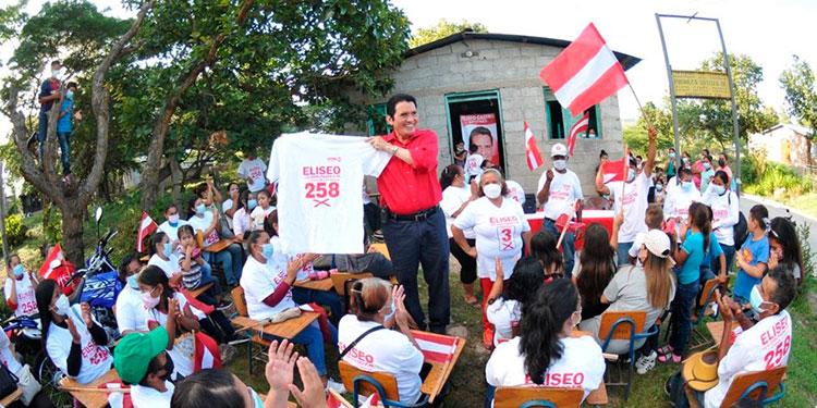 """Eliseo Castro candidato a diputado liberal por Francisco Morazán, hizo """"retumbar"""" el liberalismo de unas 10 aldeas en el sector de Amareteca."""
