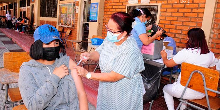 Las autoridades sanitarias reiteraron el llamado a los padres de familia para que vacunen a sus hijos entre 12 y 17 años.