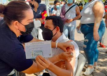 Miles de nicaragüenses se han vacunado contra el COVID-19, en Guasaule y La Fraternidad, gracias a la solidaridad hondureña.