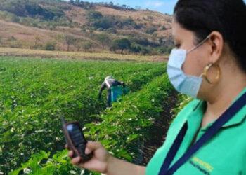 El personal está listo para medir áreas en propiedades de productores beneficiados con diversos proyectos.