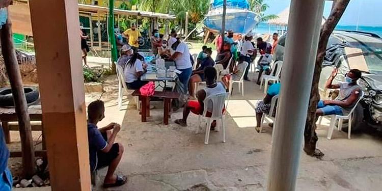Tras el voraz incendio que dejó a cientos de personas sin hogar en Guanaja, equipos de Salud ejecutarán una intervención sanitaria.