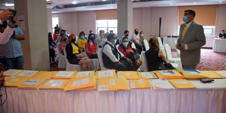 Son 21 empresas hondureñas netamente las que participaron en la presentación de ofertas.