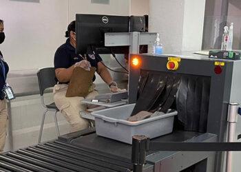 """Con fondos del """"tasón"""" han equipado la seguridad aeroportuaria, lo que ha permitido incautar dólares, armas y drogas en los últimos seis años."""