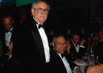 Jacobo Goldstein y Colin Powel en la cena anual de corresponsales de la Casa Blanca.