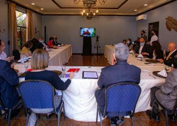 A la reunión en su representación asistieron Hugo Noé Pino, coordinador de plan de gobierno; Rebeca Santos, asesora, y Héctor Zelaya, gerente de campaña.