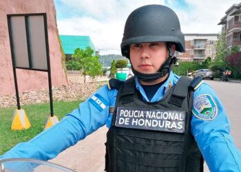 La agente, Tianny Corea se abre paso en carreras que tradicionalmente han sido consideradas para hombres en Honduras.