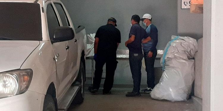 Los cuerpos de dos las mujeres ultimadas fueron trasladados a la morgue de Tegucigalpa, donde ayer se los entregaron a sus familiares.