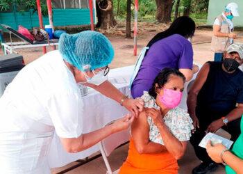 El Presidente Juan Orlando Hernández, informó a través de sus redes sociales que se ha instalado un puesto de vacunación anticovid en una zona fronteriza con Nicaragua.