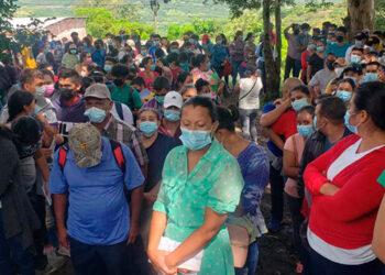 De manera ordenada los nicaragüenses llegan a los puestos de vacunación en las zonas fronterizas de la región sur.