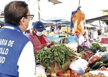 La canasta básica familiar registra notable estabilidad de precios a criterio del director de Protección al Consumidor, Mario Castejón.