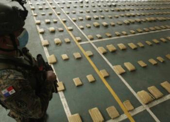 Agentes del Servicio Nacional Aeronaval (Senan) incautaron 1,254 paquetes de droga, ocultos en un contenedor de un buque en el Puerto de Cristóbal, lado Atlántico del Canal de Panamá.