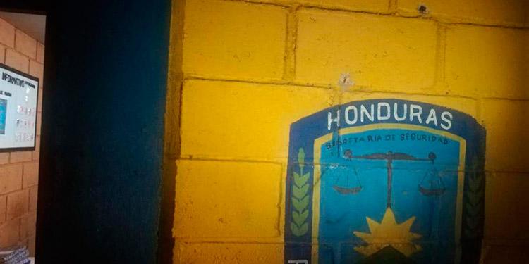 La posta policial de Ciudad Nueva fue tiroteada por delincuentes.