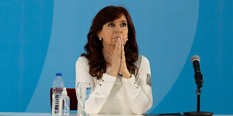 La vicepresidenta argentina Cristina Fernández de Kirchner fue sobreseída en la causa judicial iniciada en su contra por el presunto encubrimiento. (LASSERFOTO AP)