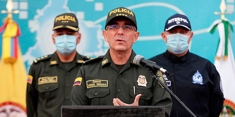 Colombia dijo que dos líderes rebeldes de las FARC se reúnen en Venezuela con narcos mexicanos para coordinar la exportación de cocaína a Norteamérica. (LASSERFOTO EFE)