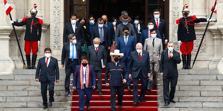 El presidente peruano Pedro Castillo anunció la renuncia de su primer ministro, lo que acarrea la renuncia de todo su gabinete ministerial, según las leyes del país. (LASSERFOTO AFP)