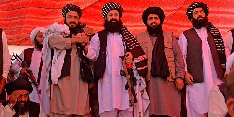 Estados Unidos y los talibanes iniciaron su primer diálogo presencial desde la retirada de Afganistán. (LASSERFOTO AFP)
