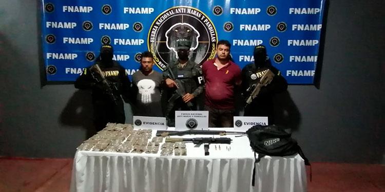 """Los """"mareros"""" fueron remitidos al Juzgado por los delitos de tráfico ilícito de droga, porte ilegal de arma de fuego y asociación para delinquir."""
