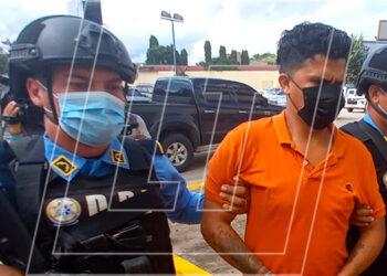 Al momento del arresto al sujeto le decomisaron como evidencia una camioneta, color champagne, que fue utilizada para perpetrar el secuestro.