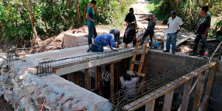 Familias de La Laguna 1, son beneficiadas con la construcción de la caja puente.