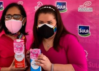 Rosemonde de García, persidenta ejecutiva de Funhocam y Miriam Kafie, gerente de Responsabilidad Social Empesarial de Lacthosa