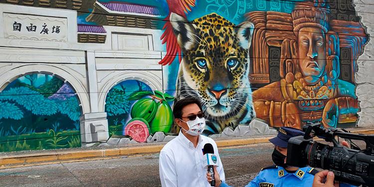 Mediante este mural artístico del Bicentenario se muestra lo hermoso de la cultura urbana.