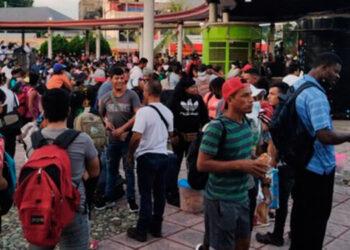Migrantes de al menos 11 países, entre ellos hondureños, han pasado varios días de organización para salir de Tapachula, Chiapas.
