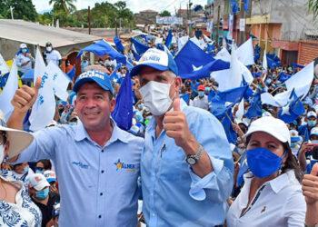 """Junto a dirigentes y candidatos a cargos de elección popular, el presidenciable Nasry """"Tito"""" Asfura, se congregó con los nacionalistas de Juticalpa y Catacamas, Olancho."""