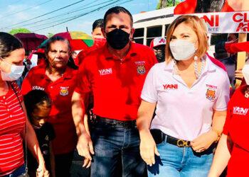 """José Antonio """"Toñito"""" Rivera recorrió el populoso barrio """"Cabañas"""", de San Pedro Sula, junto a dirigentes y simpatizantes liberales."""
