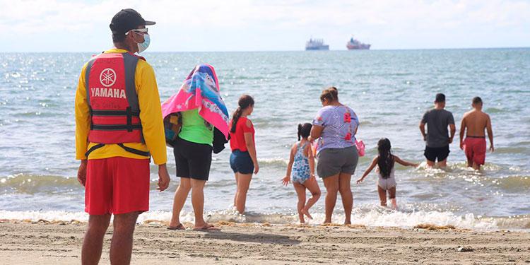 Numerosas familias visitaron las playas de los distintos destinos turísticos durante la Semana Morazánica.