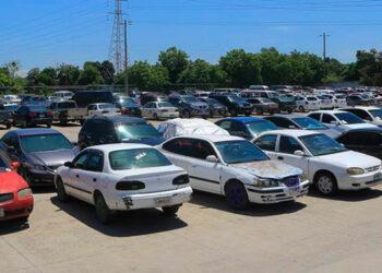 Quienes desean recuperar su vehículo deben abocarse a la DNVT, con los documentos que certifiquen la propiedad y pagar el parqueo y grúa.