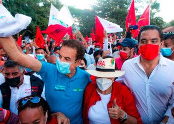 Xiomara Castro recorrió los municipios de Jacaleapa, Danlí y El Paraíso, junto a Salvador Nasralla y otra dirigencia de Libre.