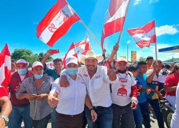 Yani Rosenthal prometió trabajar para que Honduras sea una economía de exportación agroindustrial, de manufactura ligera y servicios tecnológicos.