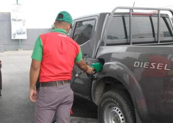 """Hasta el próximo año los precios de las gasolinas y el diésel permanecerán """"congelados"""", mediante decreto ejecutivo que autoriza un subsidio a los aumentos."""