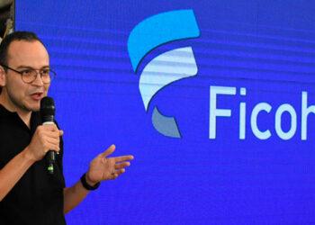 Leonel Rivas, gerente de Mercadeo de Banco Ficohsa presentó la inmovadora campaña Ficohsa In Black