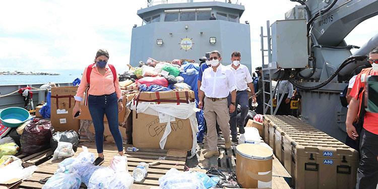 La ayuda humanitaria fue trasportada por las autoridades de las FF. AA. a través del buque Gracias a Dios.