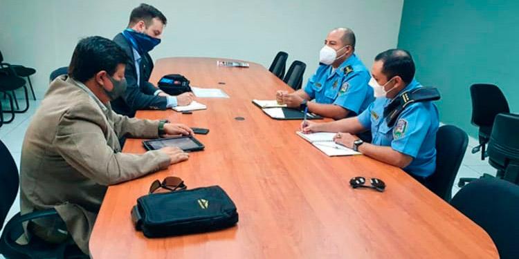 Personeros de la UE con altos mandos de la Policía Nacional, durante la reunión sobre los observadores electorales.