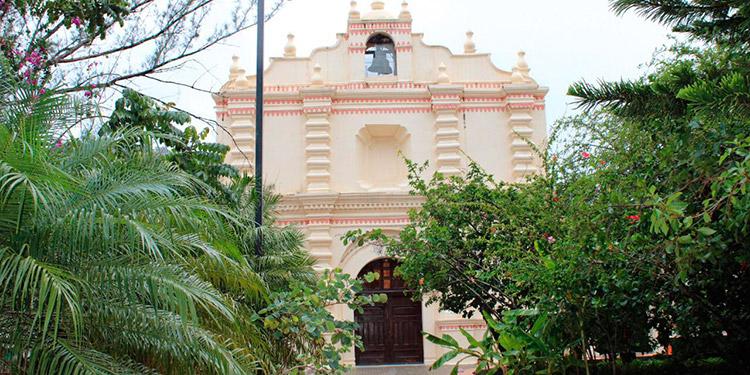 Los pobladores de la zona, mantienen una constante devoción por la virgen del Rosario durante las festividades.